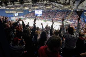 Para hokejistům během šampionátu fandilo přes 45 000 fanoušků (2)